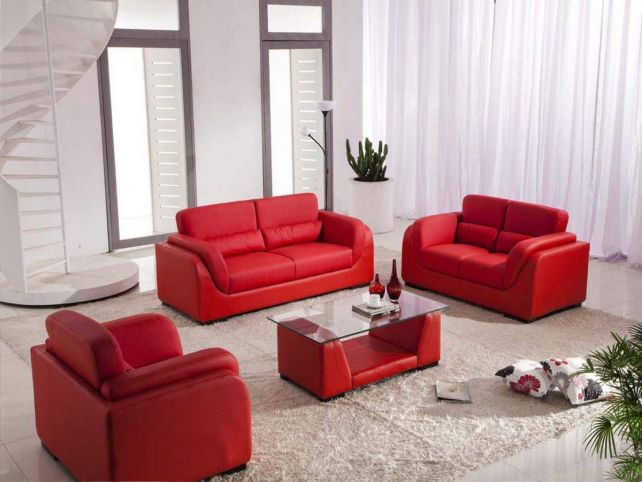 Red coffee table decor