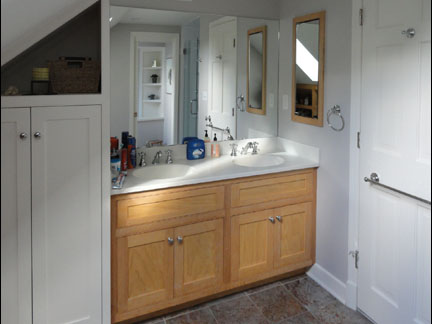 building custom closet cabinets