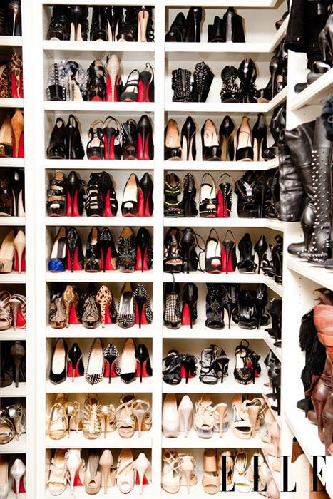 make boots stand up closet