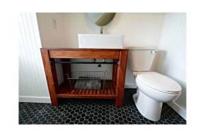 Diy-Bathroom-Vanity-With-Vessel-Sink