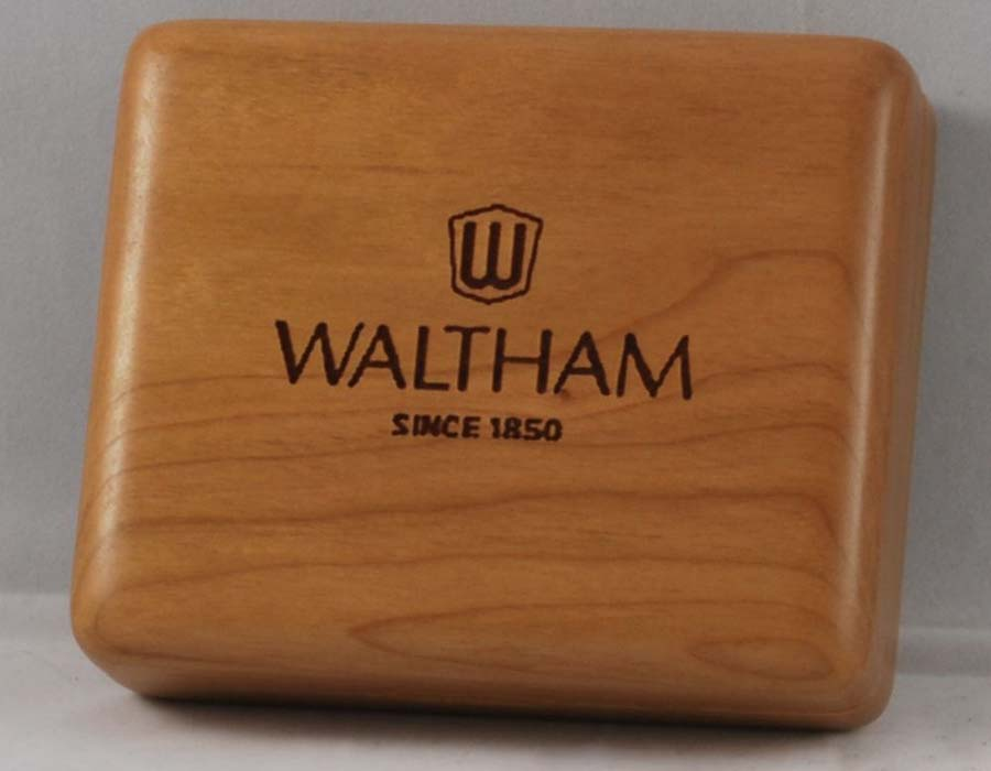 Engraved watch winder box