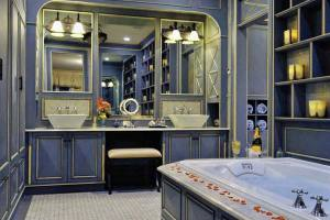 French-Country-Bathroom-Vanity-Ideas