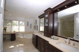 Traditional bathroom vanity units