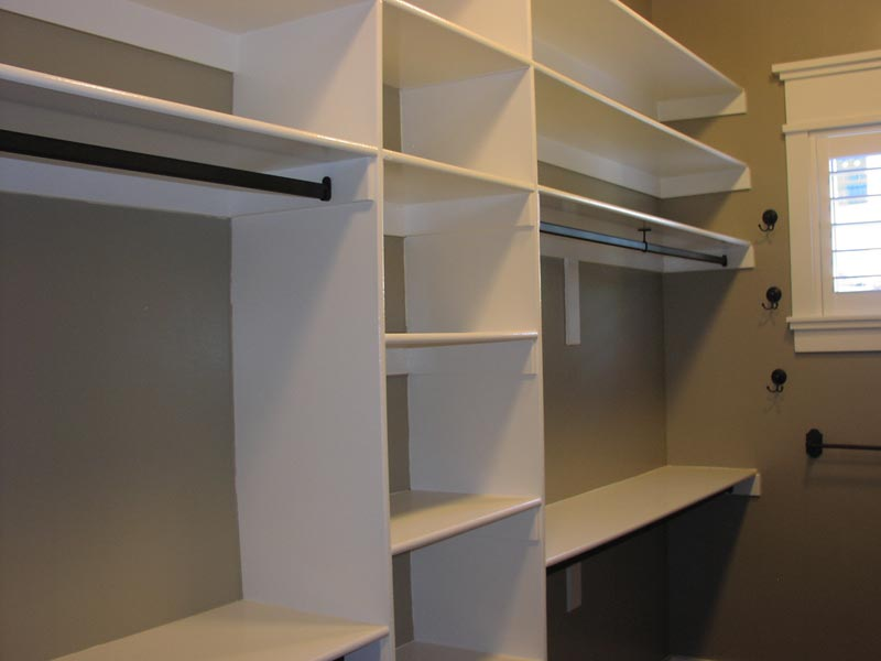 custom build closet shelving