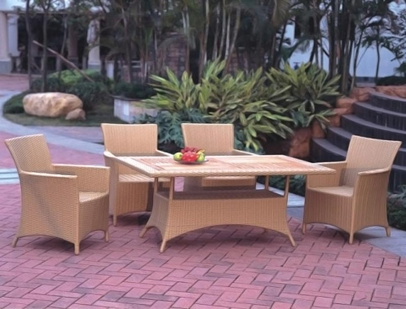Brown Rattan Outdoor Garden Furniture Table And Chair Set
