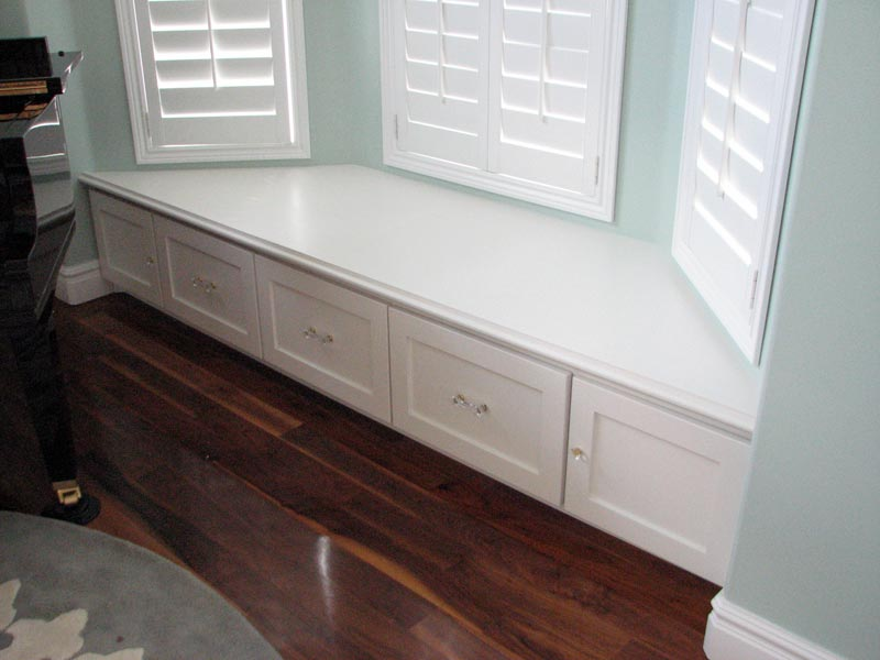 bench seat under bay window