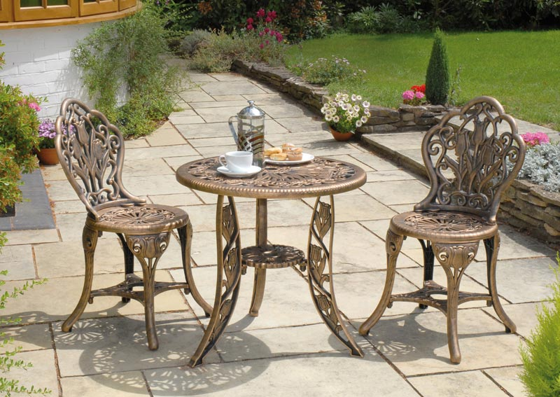 poundstretcher garden table and chairs
