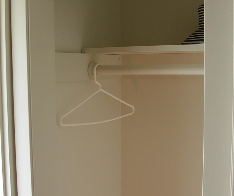 closet rod and shelf