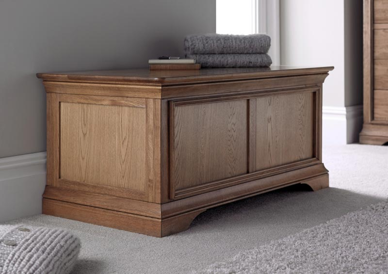chaucer solid oak coffee table with storage