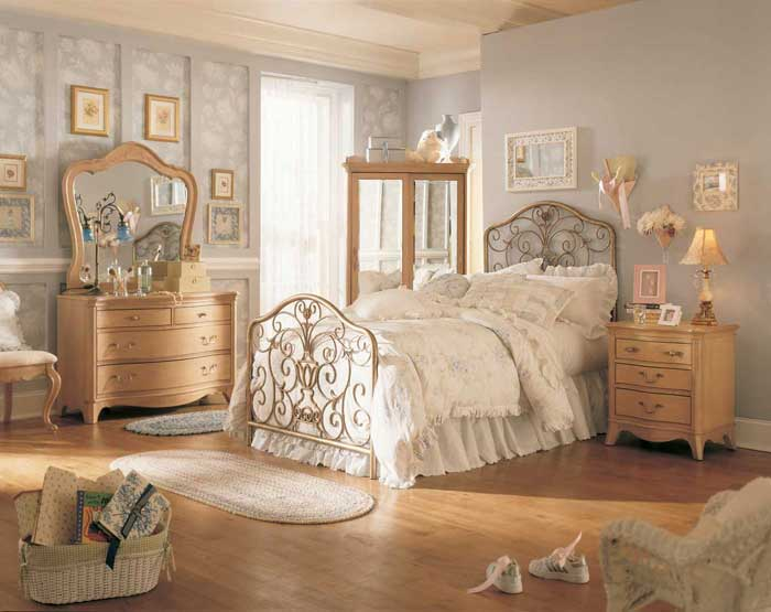 : antique looking bedroom furniture