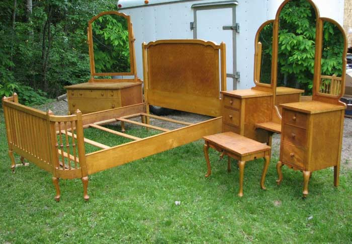 : antique maple bedroom furniture