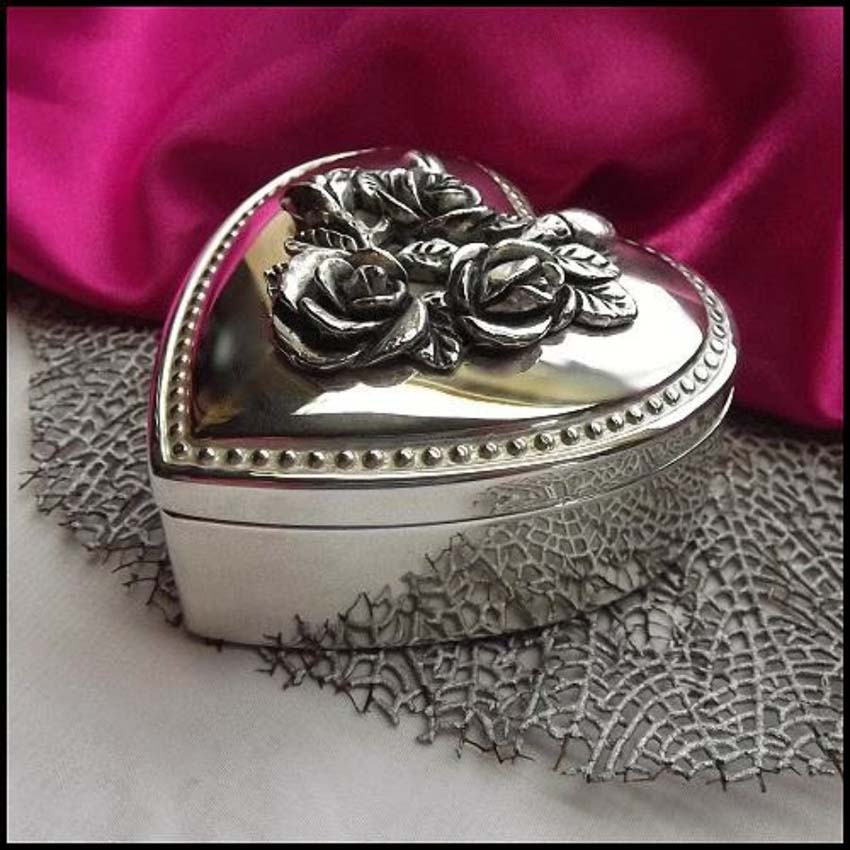 Antique jewelry box for women