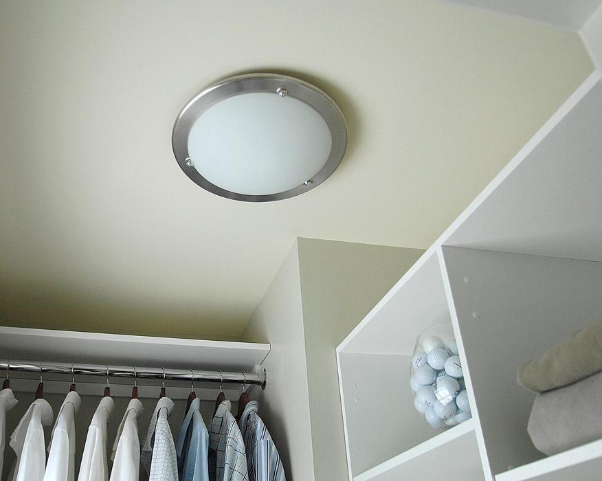 closet light bulb fixture