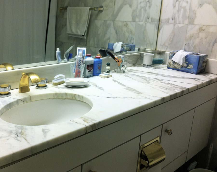 Bath vanity top with sink