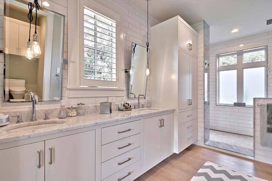 Bathroom vanity light bulbs