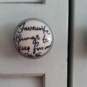 closet door knob won't open