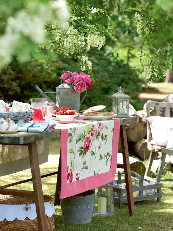 Wooden Garden Table Quilts