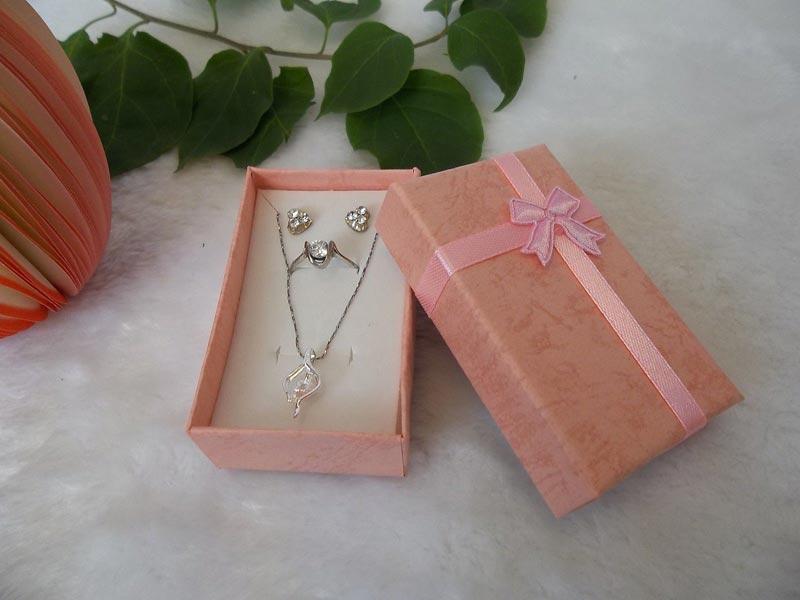 homemade cardboard jewelry box
